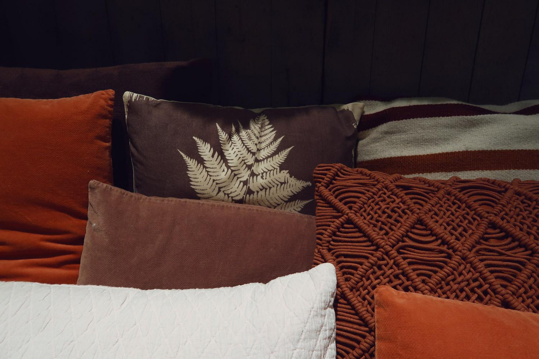 meer lezen over monique en bmk interieurs haal dan eej 3 in huis het mooiste accessoire voor op de salontafel of in de boekenkast